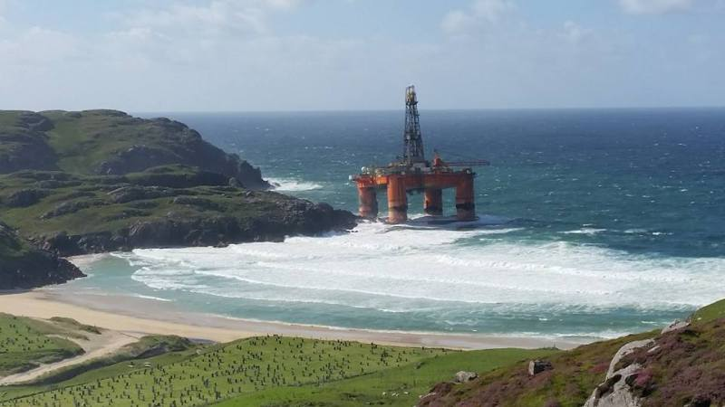 The Transocean Winner ran aground on the Isle of Lewis, Scotland. Photo: Murdanie Macleod